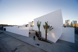 Inner-City-Arts-by-Michael-Maltzan-Architecture-photo-Iwan-Baan-300x199