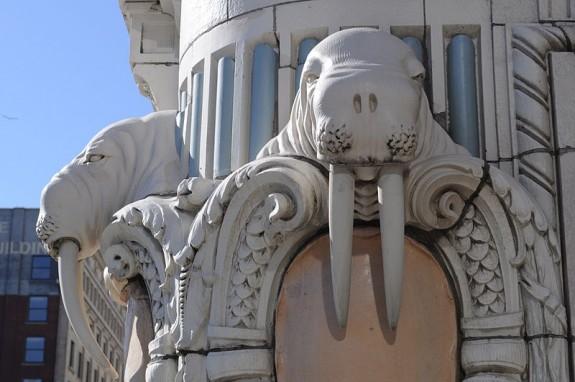 800px-Seattle_-_Arctic_Building_-_walrus_04