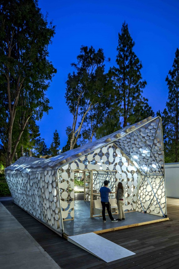 Backyard BIHOME at night, by UCLA Citylab and Kevin Daly Architects in Los Angeles, CA. Photo by Nico Marques / Photekt