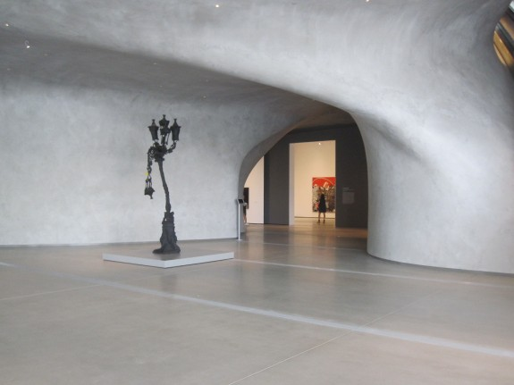 Curving hand-trowelled plaster walls give organic feel to The Broad lobby
