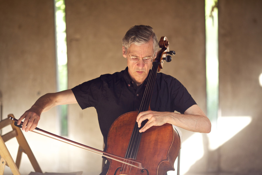 Cellist Charles Curtis returns to the Schindler House on July 30.