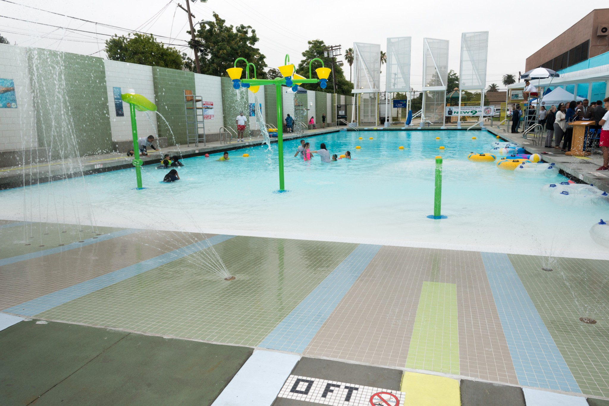 Public swimming pools and the mindscape of los angeles for Pool design los angeles
