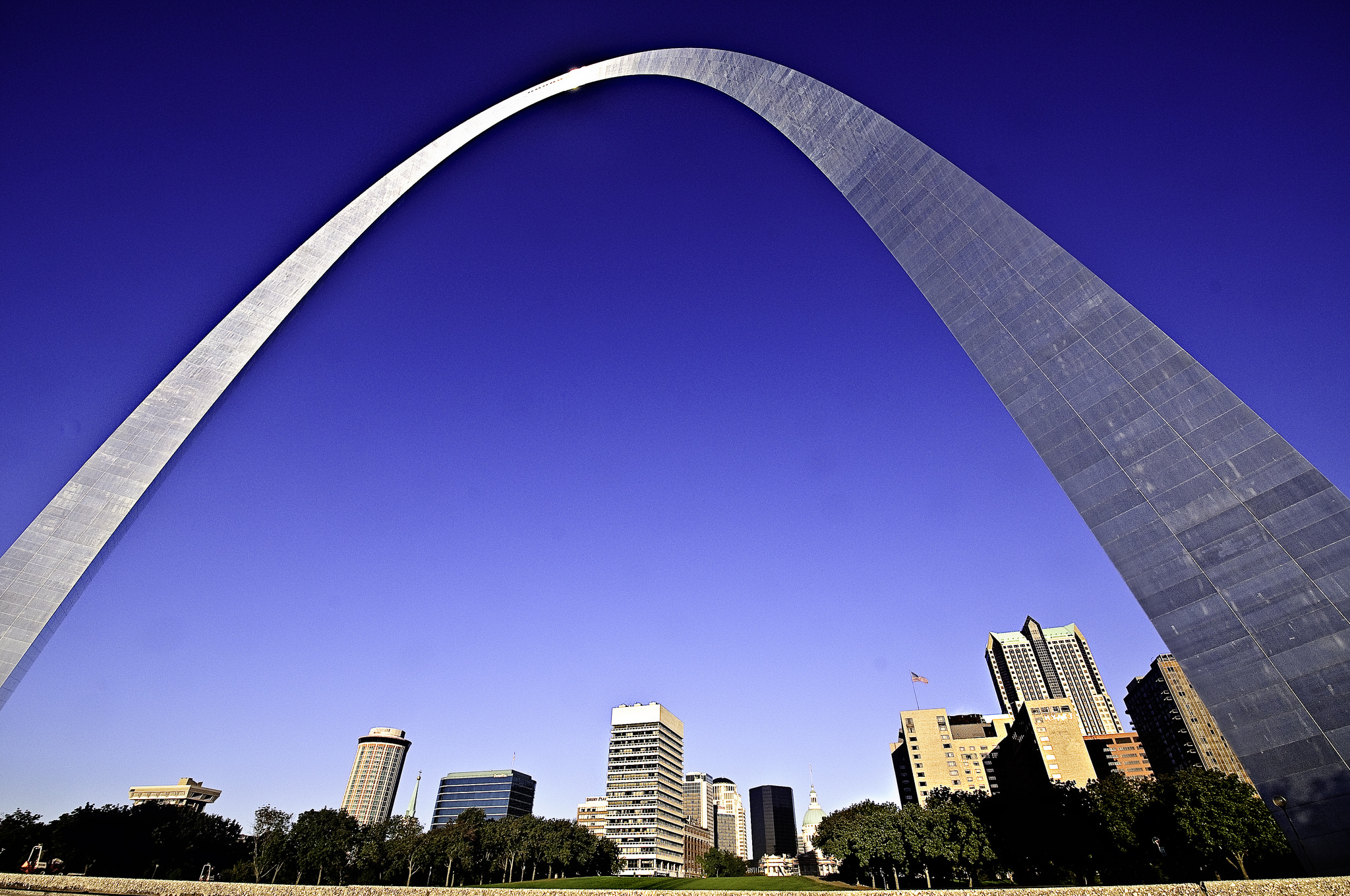 The Gateway Arch in St. Louis was designed by Eero Saarinen in 1947. Photo by Francisco Diez via Flickr/CC.