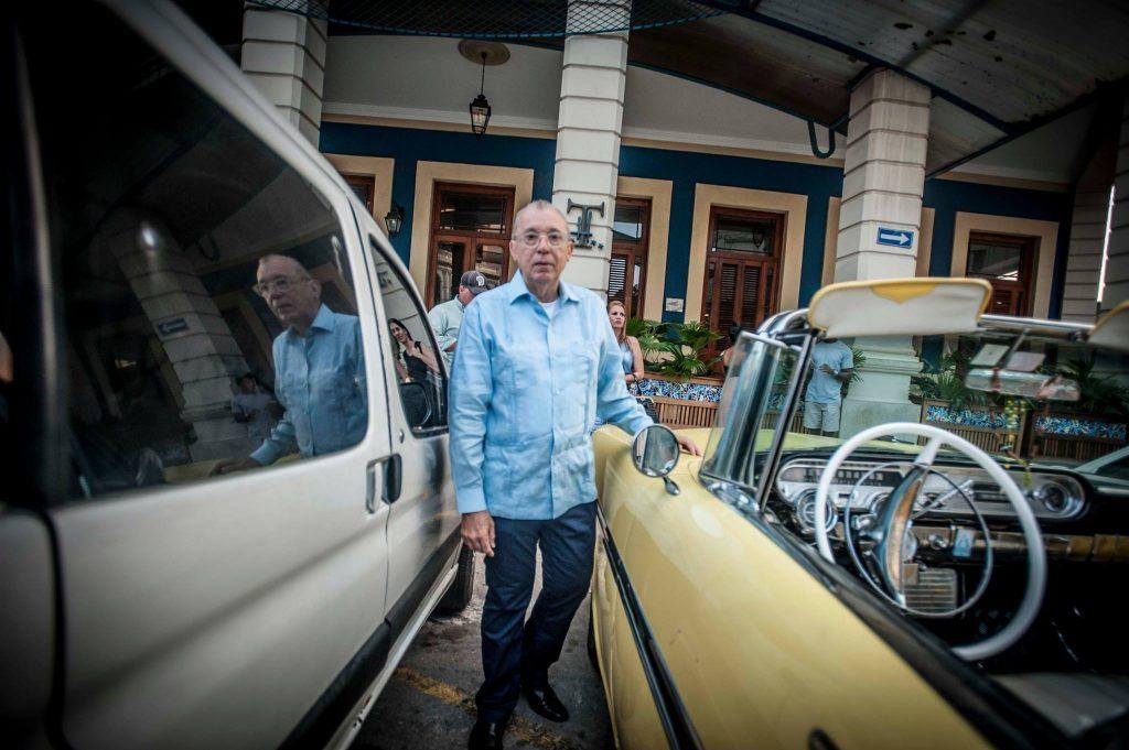 Al Nodal in Havana with cars (photo: Vern Evans)