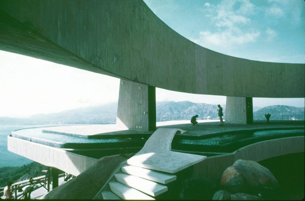 Arango House, Acapulco, Mexico, designed by John Lautner image from Spirit in Architecture