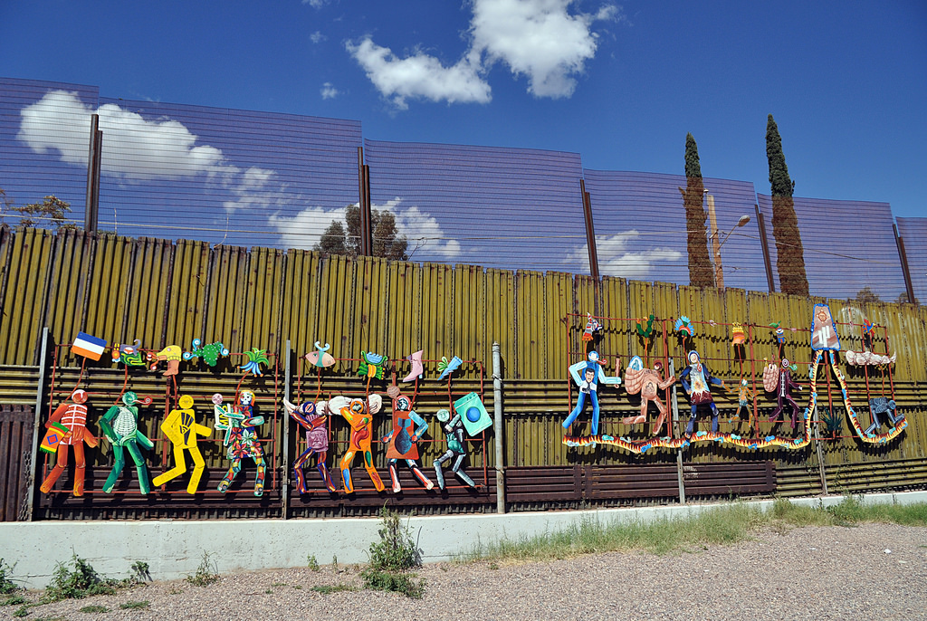 Companies line up to build the border wall design for Arte mural en mexico