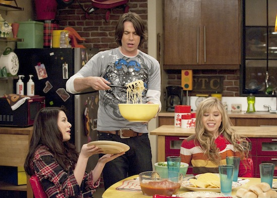 Nickelodeon's iCarly: Miranda Cosgrove (Carly), Jerry Trainor (Spencer), Jennette McCurdy (Sam). Photo credit: Lisa/Nickelodeon ©2008 Viacom International, Inc.