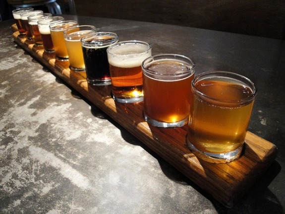 Beer pairings for your super bowl sunday snacks kcrw for Craft brew beer tasting glasses