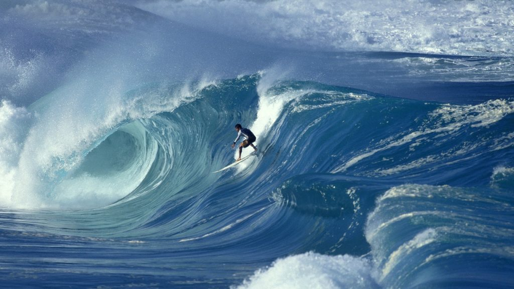 Surfing-on-the-Big-Wave-Wallpaper