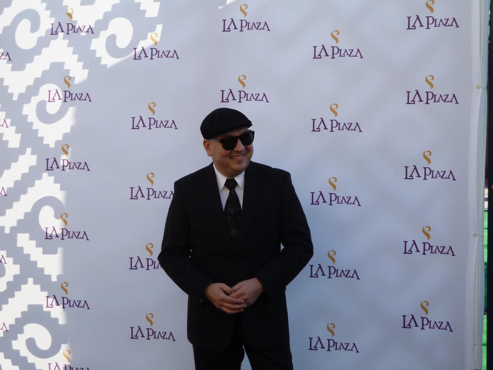 Raul at La Plaza