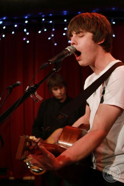 Jake-Bugg- open mouth at-Apogee-Sessions-by-Jeremiah-Garcia_19 sm