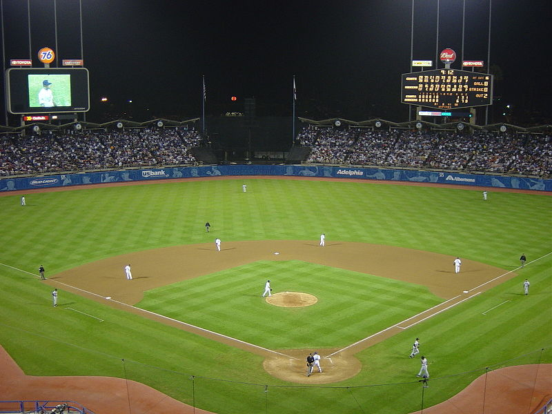 800px-Dodger_Stadium_at_Night_-_September_2002