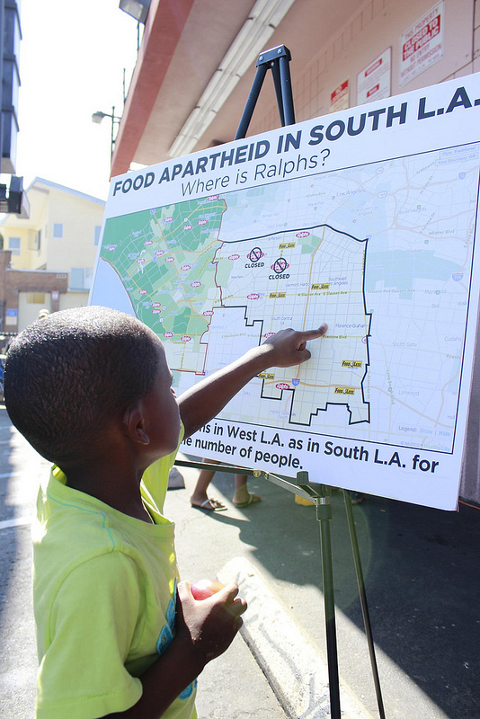 A young resident checks out a map of the neighborhood, where Ralphs used to be. (Photo: Shako Liu)