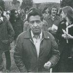 César Chávez visits colegio César Chávez in 1974 / Wikipedia