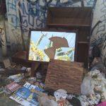 Garbage in an alley. (Photo: Evan George)
