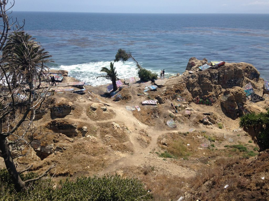 A view of Sunken City's trails and graffiti-covered ruins. Photos by Avishay Artsy.