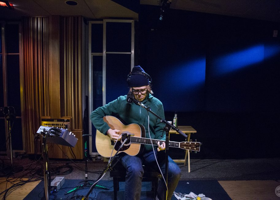 Brett Dennen Covers The Eagles Live on MBE